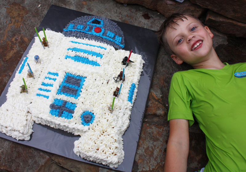 Joshua r2d2 cake